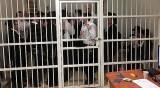 מפגיני 'הפלג' בתא המעצר בפתח תקווה - מפגיני 'הפלג' עוכבו בפתח תקווה • צפו