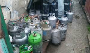 """בלוני הגז שנתפסו - מצבור מאולתר של 40 בלוני גז נחשף בב""""ב"""