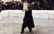 צפו: הרבי מסאדיגורא ב'ריקוד שמות הקודש'