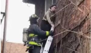 בית כנסת עלה באש; אם וילדיה חולצו • צפו