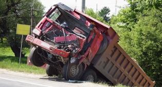 חברת הביטוח התחמקה מאחריות התאונה. אילוסטרציה - נהג המשאית עבר תאונה - חברת הביטוח התחמקה