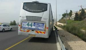 נהג האוטובוס העמיס נוסעים והורד מהכביש