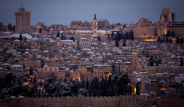 שלג קל בירושלים; כבישים נסגרו מחשש להחלקה