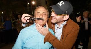 ישי לפידות וישרל גוטסדינר - גם בגיל 70: השפם של ישראל גוטסדינר נגזז