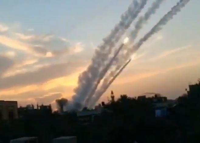 תיעוד: כך שוגרו עשרות טילים לשטח ישראל