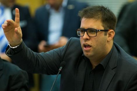 אישום. אורן חזן - כתב אישום נגד חזן על תקיפת עובד ציבור