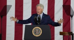 ביל קלינטון - קלינטון מודה שניסה לעזור לפרס בבחירות