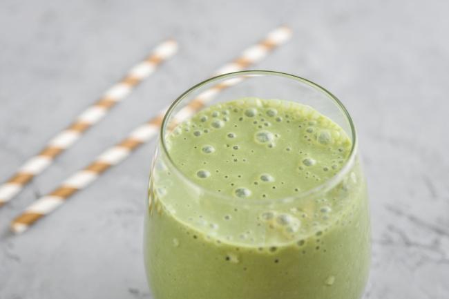 סמודי. שייק בריאות ירוק ומתוק