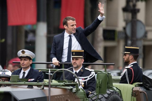 ביקורת בצרפת: 26 אלף יורו לאיפור הנשיא
