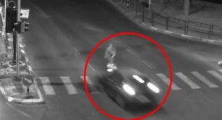 רוכב הקורקינט נפגע מרכב ועף באוויר
