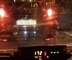 """הרכב - והמהירות - מיהר לטיסה, """"טס"""" עם רכבו ונעזר בשוטרים"""