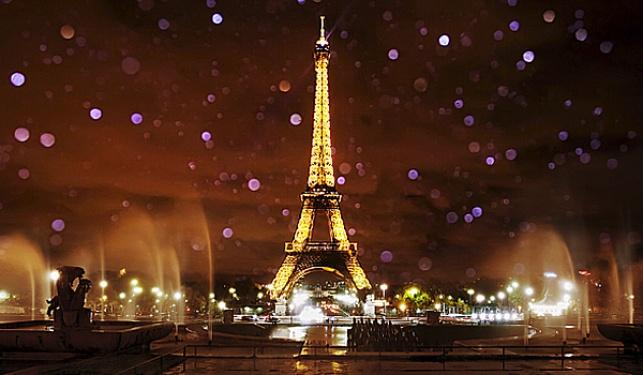 """מזל""""טים מסתוריים נצפו בשמי פריז"""