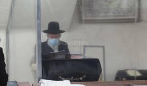כך חבר 'המועצת' נשמר בבית הכנסת • צפו