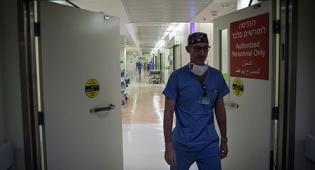 רופא בהדסה. למצולם אין קשר לכתבה