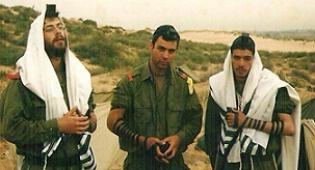 """חיילים, חסידי חב""""ד (צילום ארכיון: אתר COL)"""