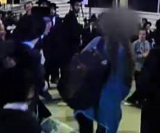 נערים וילדים תקפו בחורה באלימות ובצרחות 'שיקסע'. צפו