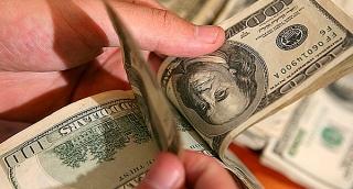 האם הרובל עומד להביס את הדולר?