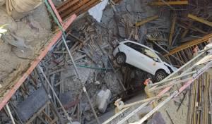 צפו: הנהג נפל עם רכבו 4 קומות ונפצע קל