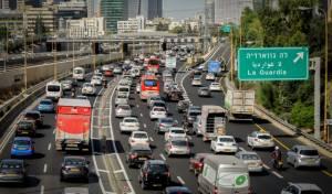 רוב הישראלים נוסעים לעבודה ברכב פרטי