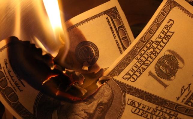 קיימברידג': סטודנט שרף כסף מול הומלס - והודח