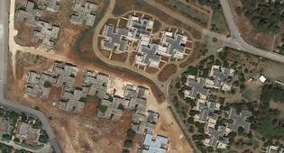 גוגל גילתה לתושבים: הבתים בצורת צלב קרס