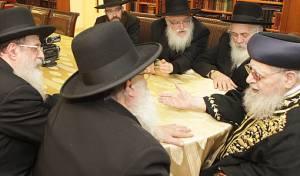 """מפגש מפתיע: רבני חב""""ד עם הגר""""ע יוסף"""