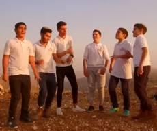 """מחרוזת """"סביבון"""": מקהלת קרית נוער בקליפ"""