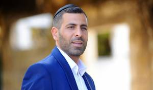 """יאיר דוד בסינגל חדש ומקפיץ   - """"מי יכול נגדי"""""""
