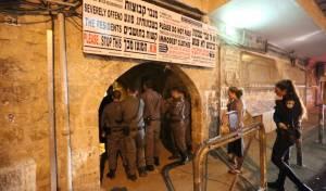 שוטרים נכנסו למאה שערים וחטפו אבנים
