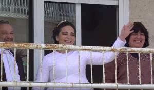 כשפיני איינהורן שימח את הכלה במרפסת
