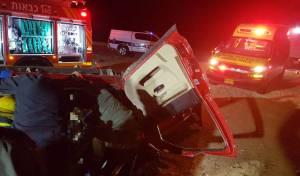 שלושה נפצעו בהתהפכות עצמית של רכב