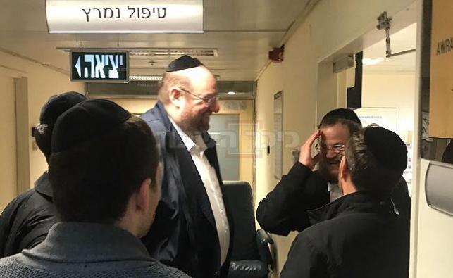 רכניץ בכניסה לחדרו של מרן הרב שטיינמן