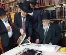 """הרב אילוז עם נשיא המועצת - נשיא המועצת בדמעות: """"כמה צרות יש לנו"""""""