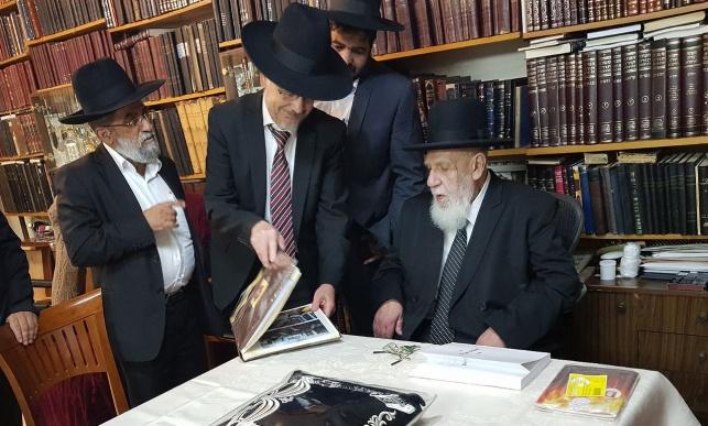 הרב אילוז עם נשיא המועצת