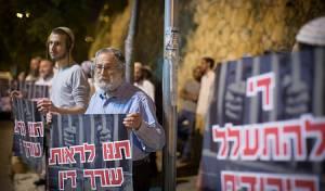 מחאה נגד החקירות בפרשיה