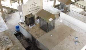 קברו בבית הקברות בטבריה