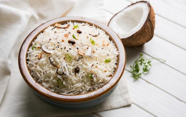 המזרח הרחוק קרוב מאי פעם: אורז עם קוקוס ושקדים