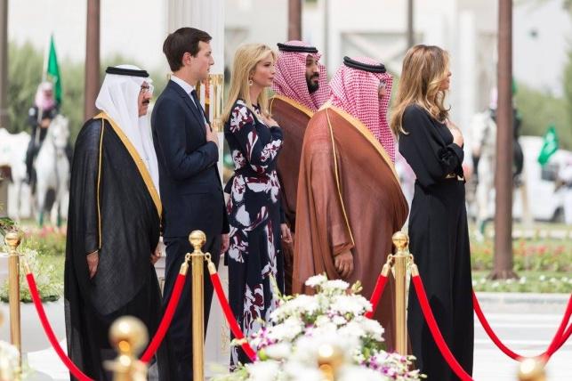 יורש העצר החדש לצדו של המלך, בן נאיף נותר מאחור בעת ביקור טראמפ