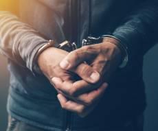 אישום: ניסו לשדוד חנות זהב באלעד ונעצרו