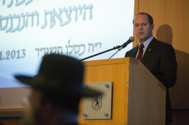 ראש העיר ניר ברקת במליאת מועצת העיר