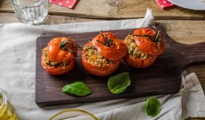 עגבניות ממולאות בקינואה ברוטב פסטו