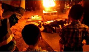 """קיצוניים העלו באש """"בובה של חייל"""" • תיעוד"""