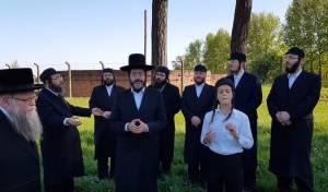 ישראל אדלר ודודי לינקר במחרוזת בבירקנאו