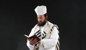 """ישראל נחמן מבצע את הקלאסיקה """"כל נדרי"""""""