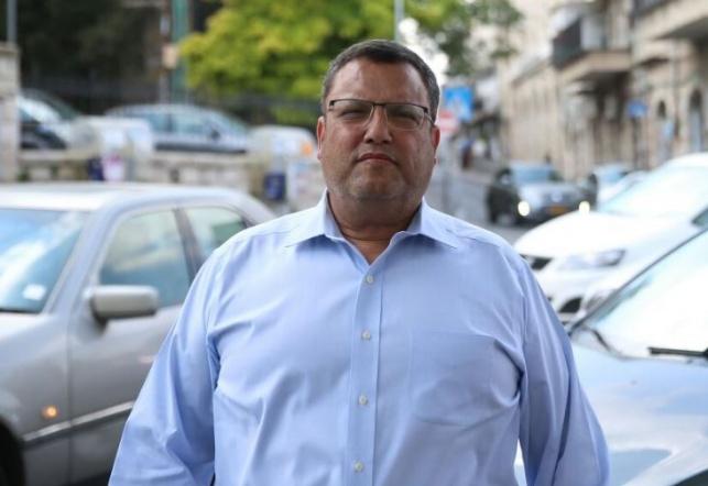 משה ליאון בכניסה לשכונת מאה שערים, היום