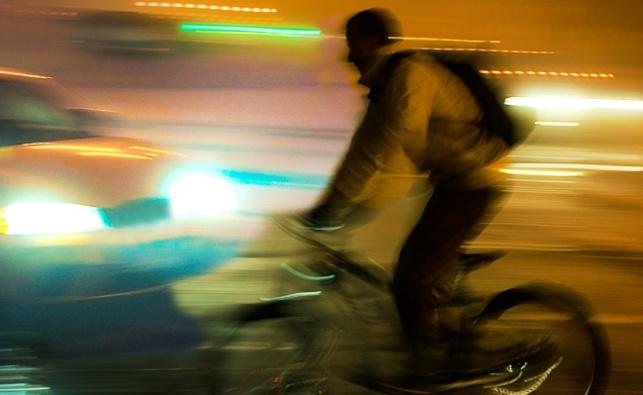 ילדה נדרסה על ידי אופניים חשמליים, קמה והלכה