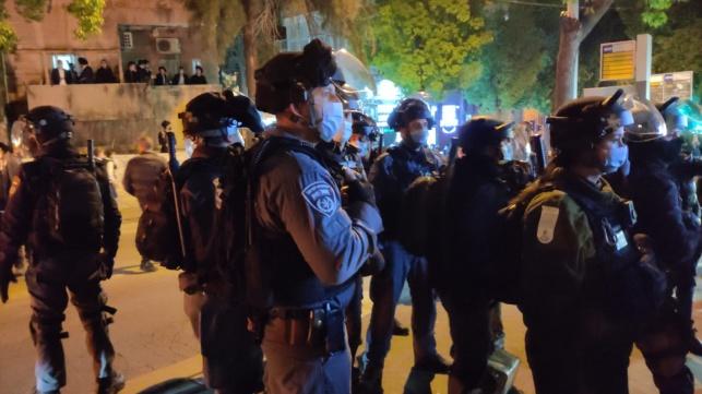 שוטרים באזור העבודות. ארכיון