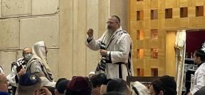 הרב קפץ, והלהיב את המתפללים במוסקבה