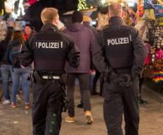 שוטרים בגרמניה - היהודיה שהואשמה בפייק ניוז נדקרה למוות
