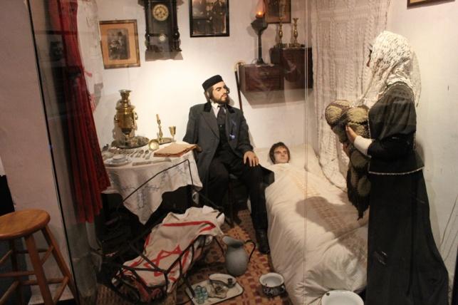 המשפחה החרדית במוזיאון החאן